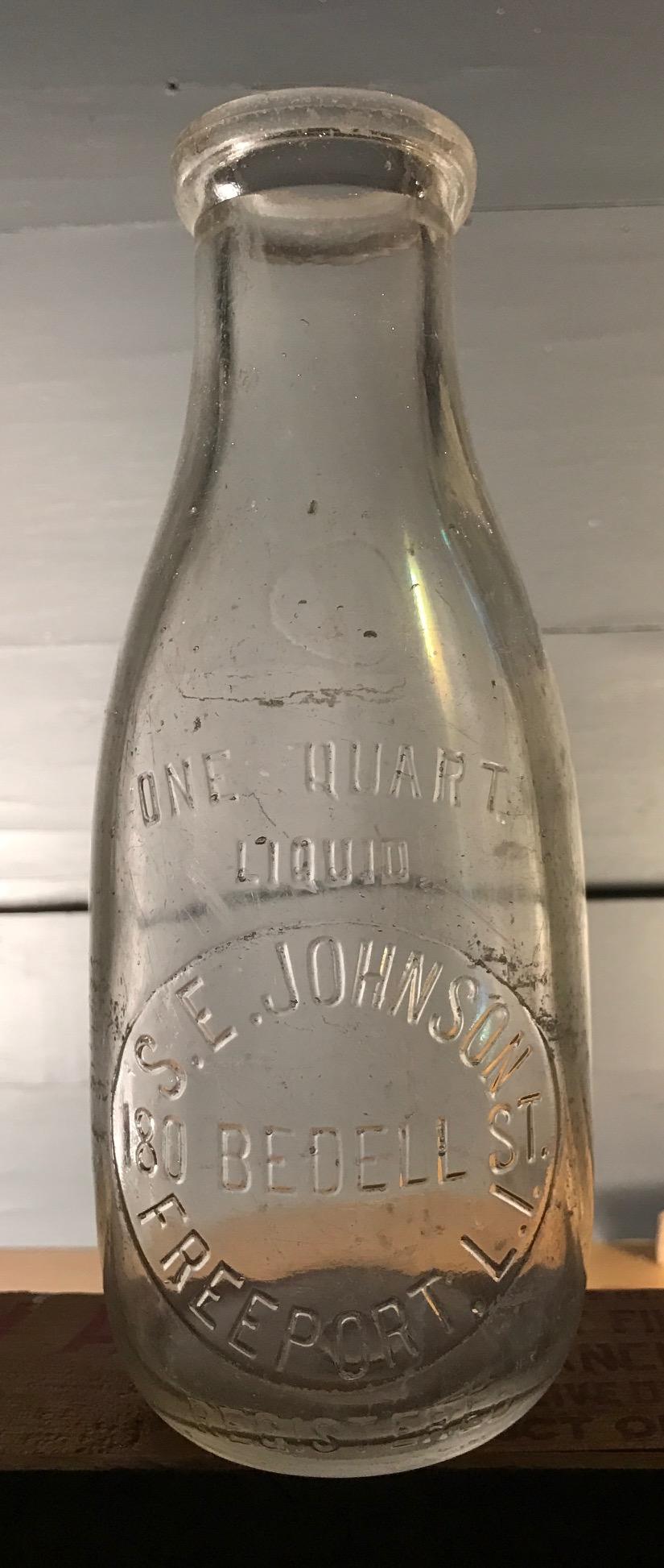 E Long Island Schwenk Dairy Southampton L.I. Vintage   Quart Milk Bottle