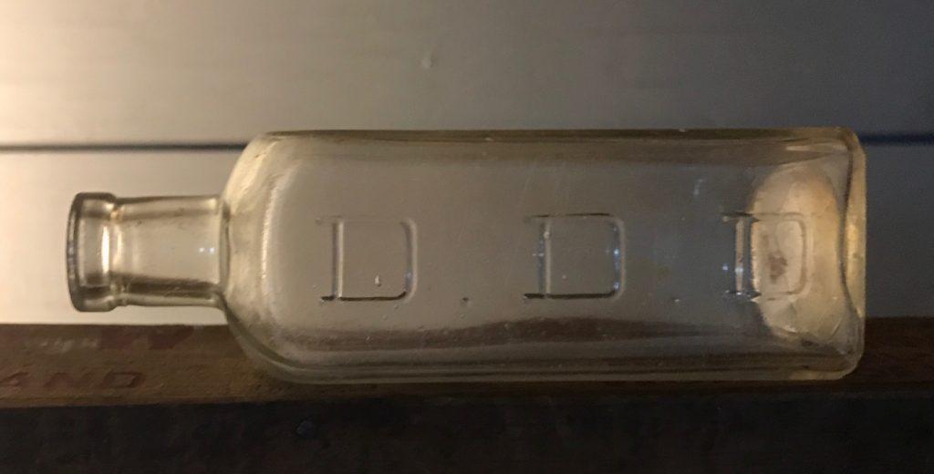 D D D  Company, Chicago, Ill  – Bay Bottles